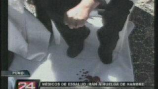Puno: médicos de Essalud se desangran en medio de protesta