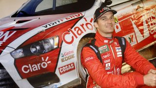 Ola Ke Ase rinde homenaje a Nicolás Fuchs, campeón mundial de rally