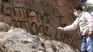 En Cusco jóvenes desadaptados volvieron a dañar muros incas con aerosol