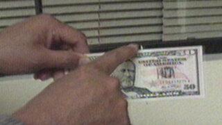Atrapan estafadores mientras fabricaban billetes falsos para navidad