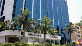Fanáticos de Lady Gaga colman exteriores del Miraflores Park Hotel