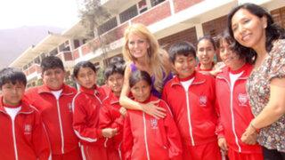 Cecilia Bolocco inauguró aula en colegio de Jicamarca