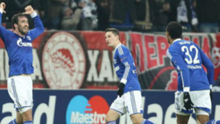 Schalke de Farfán derrotó 1-0 al Olimpiakos y sigue en la Champions