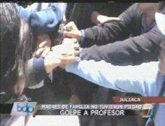 Puno: padres agredieron salvajemente a profesor delante de sus alumnos