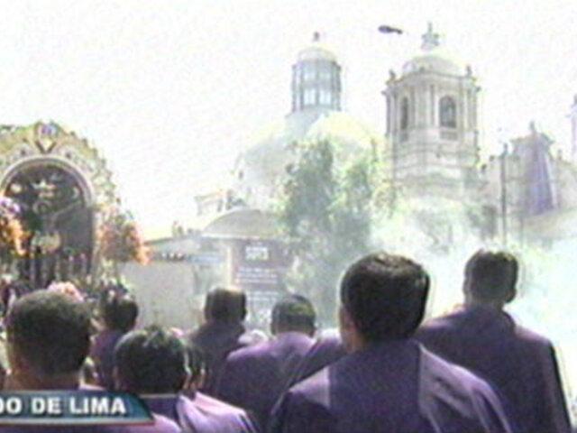 Miles de fieles acompañan recorrido del Cristo Moreno por el Centro de Lima