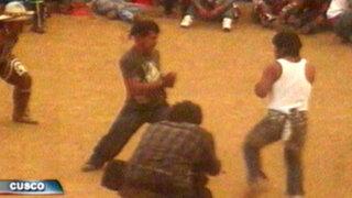 Cusco: hombres, mujeres y niños pelean en tradicional Takanacuy
