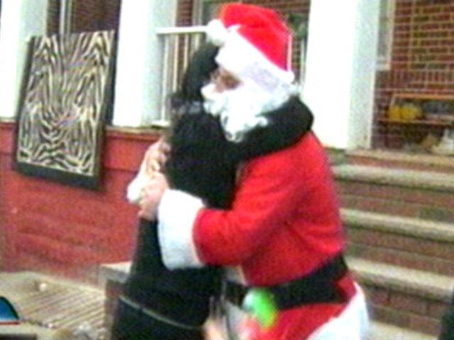EEUU: 'Sandy Claus' llevó regalos a damnificados por huracán