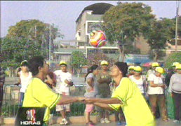 Hermanos patadita recorren cinco kilómetros cabeceando un balón