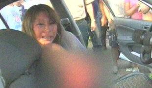 Mujer ebria choca con taxi y acusa a policías de robo
