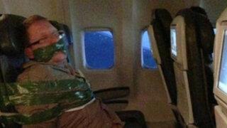 Pasajeros de avión reducen y atan a sujeto ebrio en vuelo a EEUU