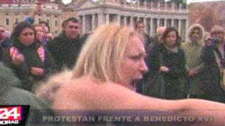 Vaticano: Feministas protestan en 'topless' frente al Papa Benedicto XVI