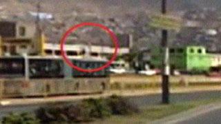 Sujeto fue grabado saltando al techo de un bus del Metropolitano