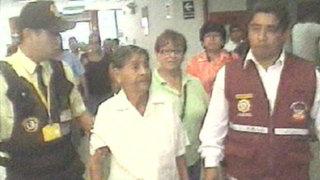 Chincha: anciana damnificada por terremoto recibe ayuda de Ollanta Humala