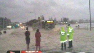 Australia: calles quedan cubiertas por espuma de mar