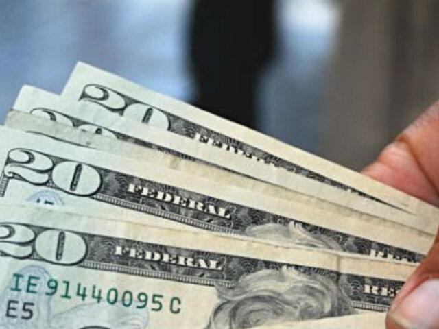 Dólar llegó a los S/. 2,727, su mayor cotización en año y medio
