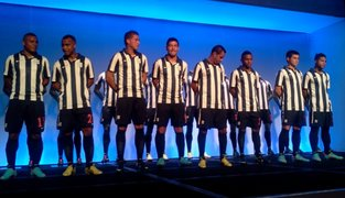 Alianza Lima presento a su equipo y la nueva camiseta para esta temporada