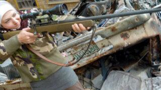 Siria: maestra empuña las armas y se convierte en francotiradora