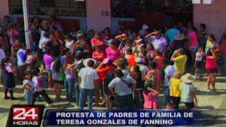 Padres protestaron por reubicación de alumnas en colegio Fanning