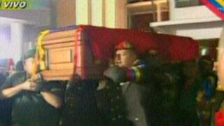 Noticias de las 6: últimas imágenes del cortejo fúnebre de Hugo Chávez