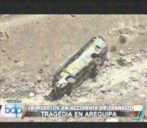 Arequipa: aparatoso accidente en Panamericana Sur dejó 16 muertos