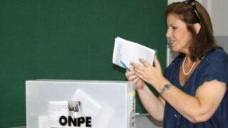Expertos afirman que Lourdes Flores sacaría ventaja electoral tras revocatoria