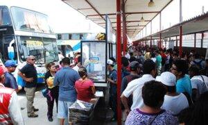 Viajeros protestan por alza en precios de pasajes interprovinciales