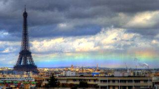 Impresionantes fotos de 'arco iris de fuego' en París