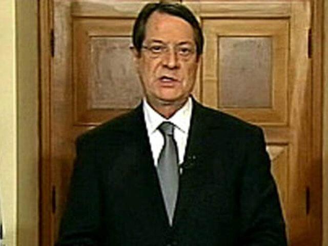 Presidente de Chipre recorta su sueldo en  25% por crisis económica