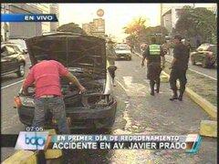 Reordenamiento vehicular en Javier Prado provocó un accidente