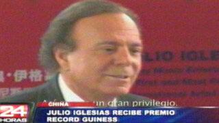 Julio Iglesias recibe 'Record Guiness' por mayor número de discos vendidos