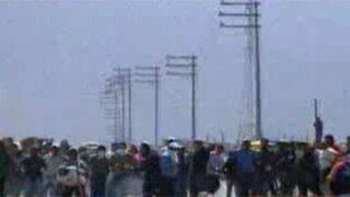 Arequipa: Cientos de invasores enfrentaron a policía para evitar desalojo