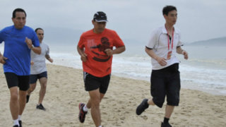 Ollanta Humala salió a trotar en la playa de Shanghái en China