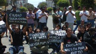 Chiclayo: Violentos enfrentamientos entre opositores y seguidores del alcalde