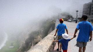 Densa neblina sorprendió a limeños en primeras horas de la mañana