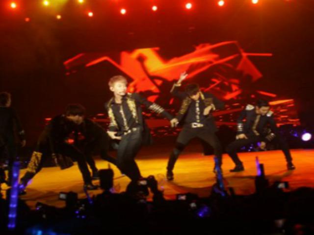 Fanáticas desataron la euforia en esperado concierto de Super Junior