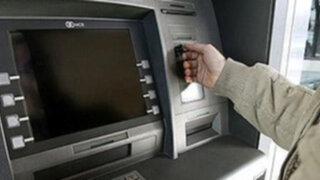 Detectan dispositivos para robar dinero de cajeros automáticos