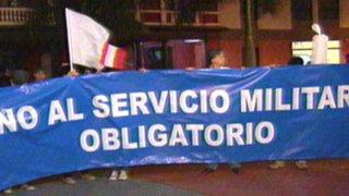 Realizan 'cacerolazo' contra Servicio Militar Obligatorio en Plaza Francia