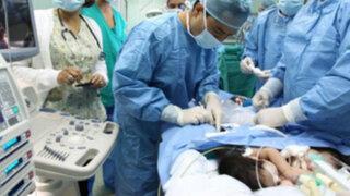 Médicos separan exitosamente a siamesas que compartían el hígado