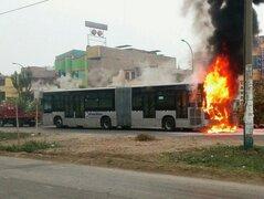 Comas: bus del Metropolitano se incendió cerca a la estación Naranjal
