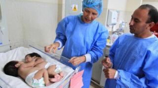 Padre de siamesas operadas con éxito pide a Humala apadrinar a las niñas