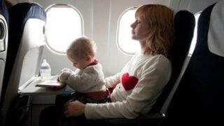 Prácticos consejos  para viajar en avión con niños pequeños