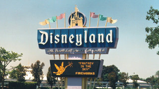 Evacúan Disneyland tras explosión de bomba en presunto ataque terrorista