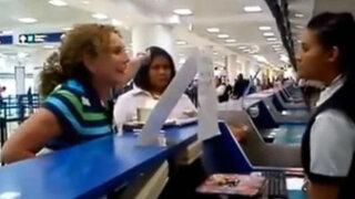 México: senadora pierde vuelo y protagoniza incidente en aeropuerto