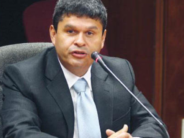 """Congresista Gastañadui: Iniciativa para revocar a legisladores es algo """"ocioso"""""""
