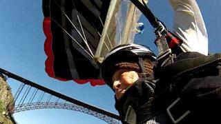 EEUU: Abuelita de 102 años celebra cumpleaños lanzándose en paracaídas