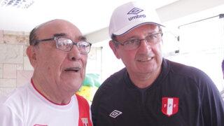 Óscar Avilés también celebra las previas y grita ¡Arriba Perú!
