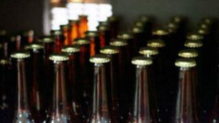 Juliaca: sorprenden a siete profesores tomando licor en salón de clases