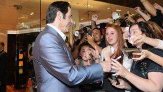 """Visita de John Travolta desató la """"fiebre"""" entre sus fanáticas limeñas"""