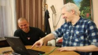 Calle 13 y fundador de wikileaks preparan canción con seguidores de Twitter
