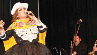 'La Novia del Perú' hace bailar a público de Ola ke Ase con 'Embrujo de Huanca'